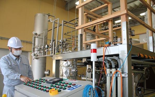 トヨタ自動車のエンジン工場で出たアルミの削り粉を使い、水素を製造する(富山県高岡市のアルハイテック本社)
