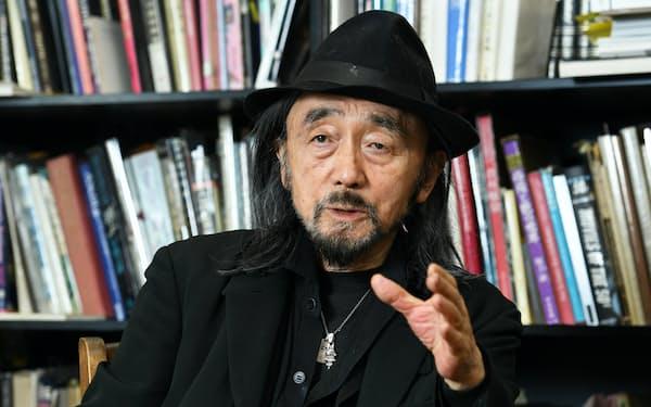 手作りの服には魂や生命力が宿っていると話す山本耀司さん