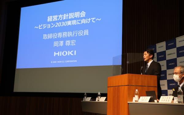 社長に就任する岡沢尊宏取締役は、経営方針説明会でEV関連などへの注力を発表した(15日、上田市)