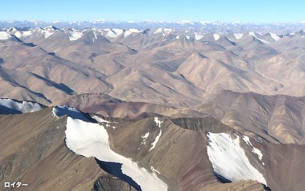 インドと中国の国境の係争地域は雪に覆われるようになってきた(写真は9月時点)=ロイター