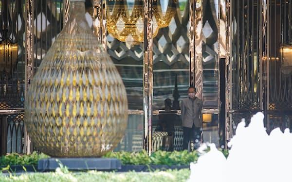 タイの高級ホテルは外国人客の渡航制限で打撃を受ける(3月、バンコク)=小高顕撮影