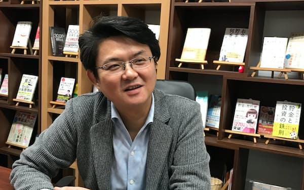 「子どもとお金の話をすることは大事」と話すファイナンシャルプランナーの横山光昭さん