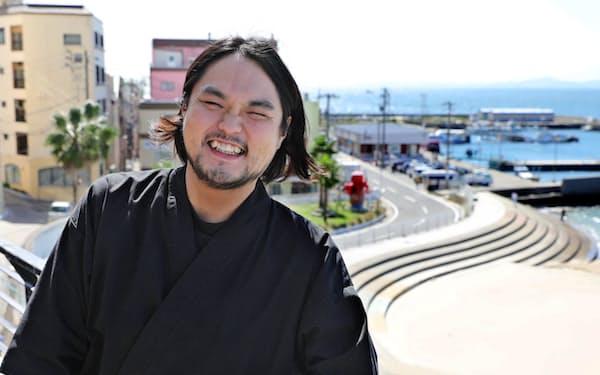 鈴木さんは大学時代、和太鼓奏者として国内外を飛び回った