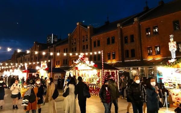 赤レンガ倉庫前のクリスマスマーケットには多くの人が訪れる(横浜市)
