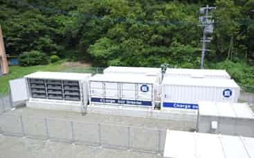 住商は15年から、鹿児島県の甑島で電力系統に蓄電池をつなげて電力の需給を調整する実証を始めている