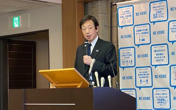 会見する神戸市の久元市長(17日、神戸市)