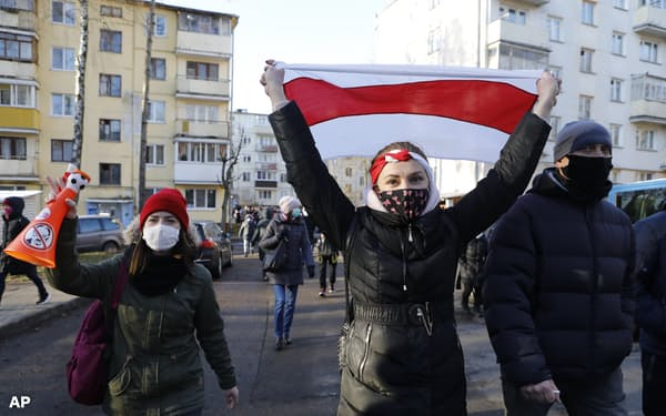 ルカシェンコ氏の辞任を訴える抗議が毎週日曜日に続いている(6日、ミンスク)=AP