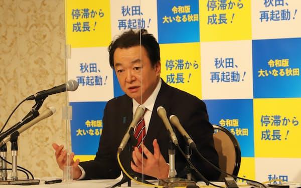 秋田県知事選への出馬を表明する元衆院議員の村岡敏英氏(21日、秋田市の秋田ビューホテル)