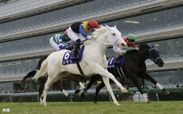 阪神JFで白毛馬初のGⅠ制覇を飾ったソダシは21年牝馬三冠路線の主役となる=共同