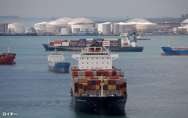 コンテナ船の運賃は各方面で最高値圏にある(シンガポール)=ロイター