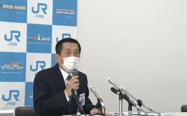 JR四国の西牧社長は「31年度の経営自立を目指す」と述べた(高松市)