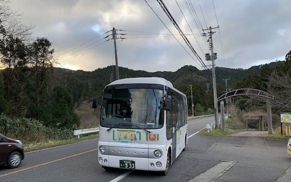 周遊バスの乗客の大半は地元住人だった