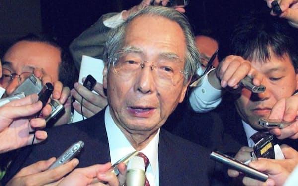 塩川正十郎財務相(当時)は産業再生機構のアイデアを独特の表現で訴えた