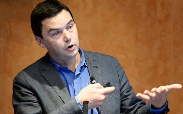 東大で講義するパリ経済学校のトマ・ピケティ教授