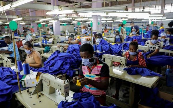 AfCTFAの事務局は西アフリカのガーナに設置された(首都アクラの縫製工場)=ロイター