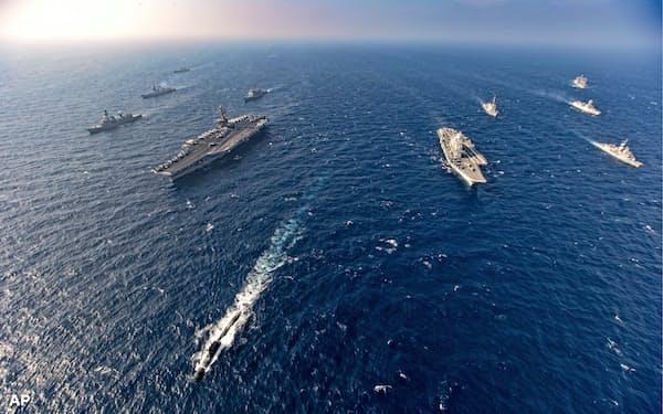 アラビア海北部での日本、米国、オーストラリア、インドによる共同軍事訓練(2020年11月17日)=AP