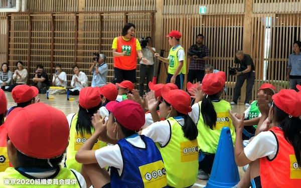 東北メディアツアーでは海外ジャーナリストが被災地を訪れた(18年9月)=東京2020組織委員会提供