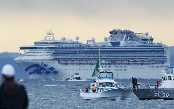 横浜港に停泊するクルーズ船「ダイヤモンド・プリンセス」(2月、横浜市鶴見区)