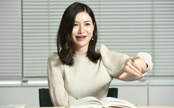 「時間があるときは幹となる情報を得られる本を読んでほしい」と話す信州大学特任准教授の山口真由さん