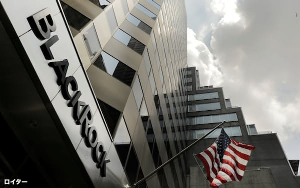 FILE PHOTO: A sign for BlackRock Inc hangs above their building in New York U.S., July 16, 2018. REUTERS/Lucas Jackson/File Photo/File Photo