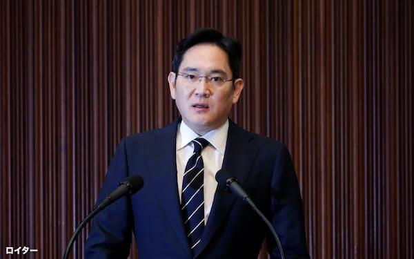 李在鎔氏は最終陳述で声を詰まらせながら反省の弁を述べた(写真は5月の記者会見)=ロイター