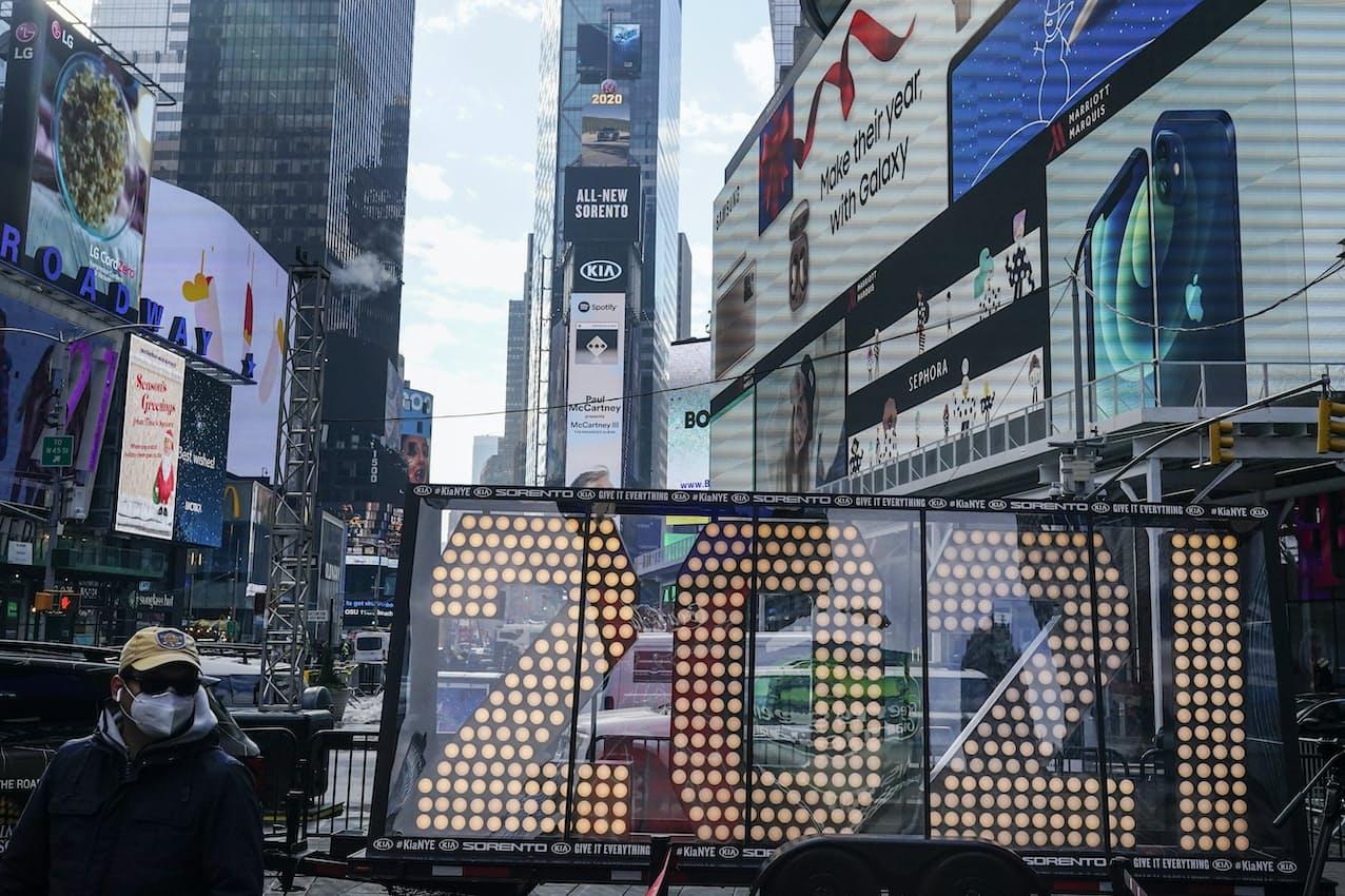 ニューヨーク市内タイムズスクエアのマリオットは追加で人員削減すると報じられた=AP