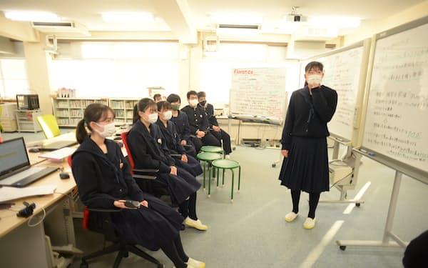 寄付先をどこにするか生徒各人が主張する(兵庫県小野市の県立小野高校)