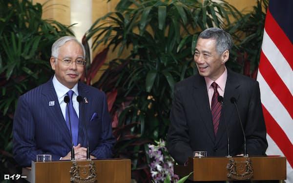 高速鉄道の建設計画で合意したマレーシアのナジブ首相(当時)とシンガポールのリー・シェンロン首相(2013年2月、シンガポール)=ロイター