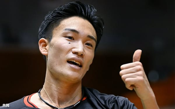 20年12月のバドミントン全日本総合男子シングルスで優勝した桃田賢斗=共同
