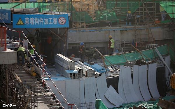 中国のインフラ投資などがアジアの素材価格を押し上げてきた(北京市内の建設現場、2020年10月)=ロイター