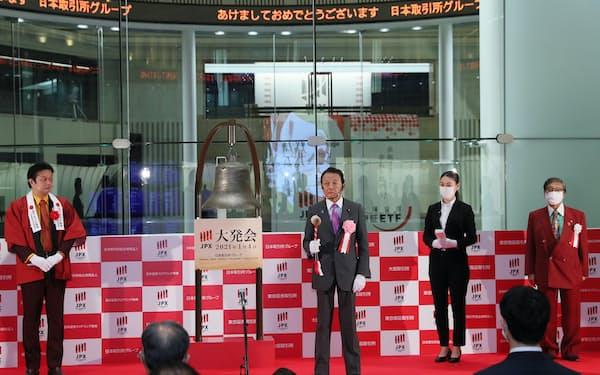 東京証券取引所の大発会に出席した麻生太郎財務相=4日午前、東京都中央区(代表撮影)