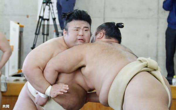 12月の合同稽古に参加した貴景勝。右は朝乃山=共同(代表撮影)