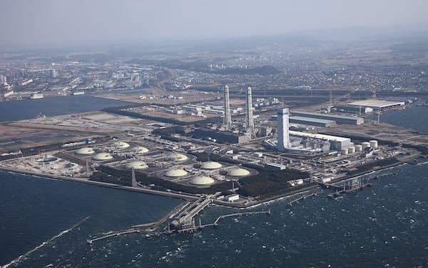全国的にLNGが不足傾向にある(千葉県富津市にあるガス火力発電所)