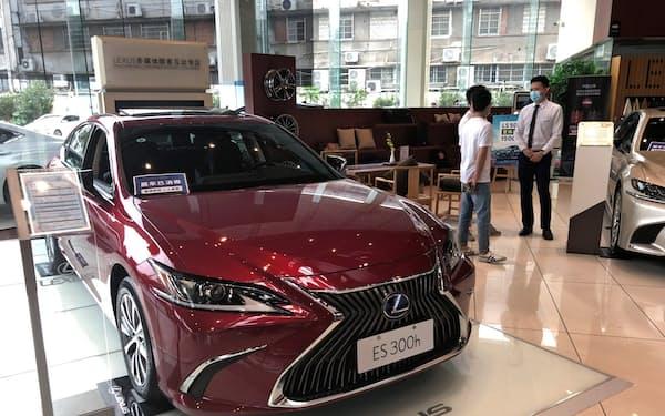 コロナ禍でも中国の新車販売は堅調だ(広東省広州市のトヨタ販売店)
