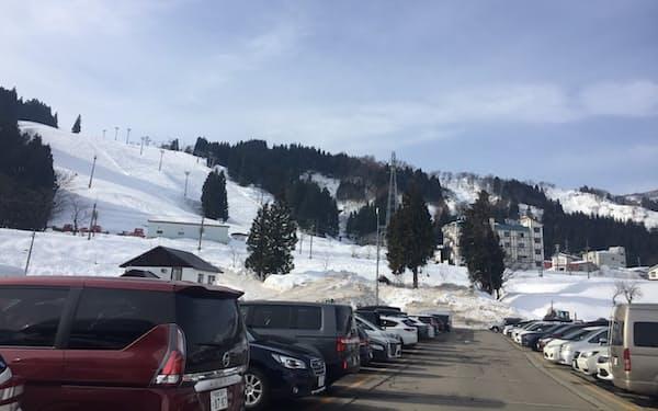 スキー場への集客も一段と見通しづらくなっている(2020年12月、新潟県のスキー場)