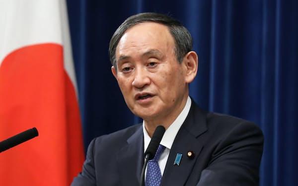記者会見で新型コロナ感染防止の対策を国民に呼びかける菅首相(7日、首相官邸)
