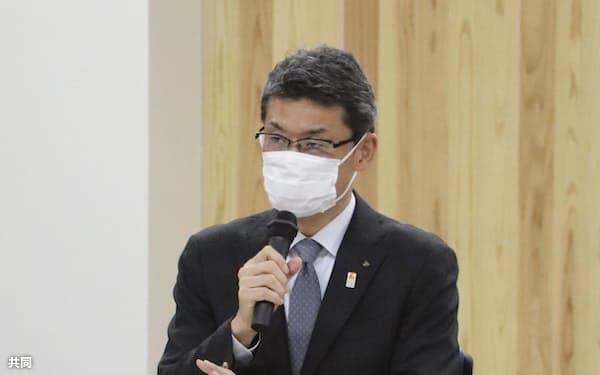 新型コロナウイルス感染症対策本部会議で発言する宮崎県の河野知事(7日、宮崎県庁)=共同