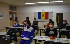 西川中学校カヌー部の生徒はモルドバの代表選手とオンラインで交流した(20年12月)
