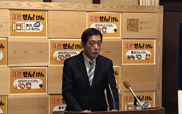 記者会見を開く中村知事(8日、愛媛県庁)
