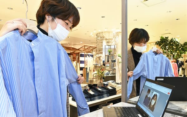 伊勢丹新宿店(東京・新宿)では店頭の商品をオンラオイン接客を通じて販売する
