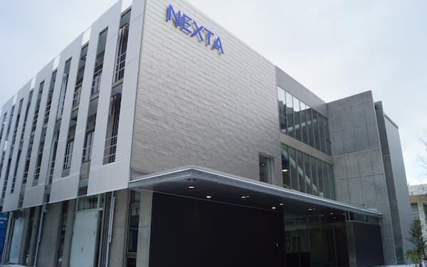 島根大でこのほど完成した先端金属素材の研究開発拠点「次世代たたら協創センターNEXTA」