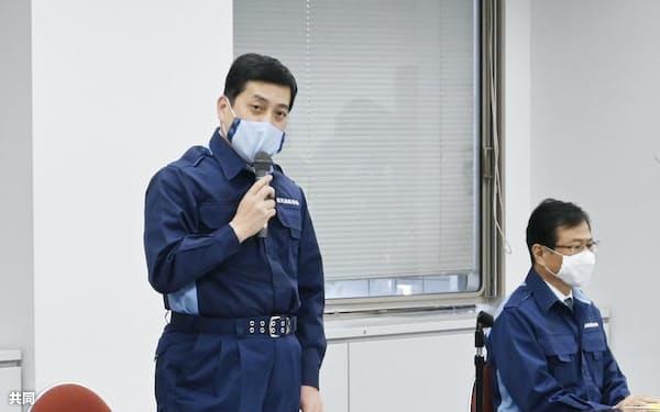 鳥インフルエンザの対策本部会議で発言する鹿児島県の塩田康一知事㊧(12日、県庁)=共同