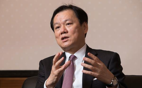 坂井辰史社長は「自分たちの戦略を実現するのに必要なのは専門性を高める人事制度の見直しだ」と強調する