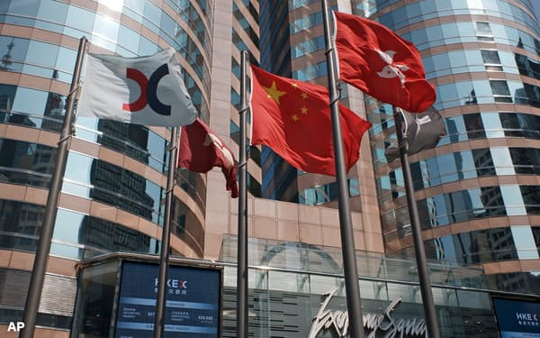 香港の金融市場にも米制裁の影響が及んできた(香港取引所)=AP