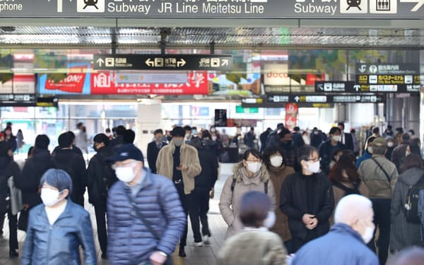 金山駅を行き交う人たち(13日、名古屋市)