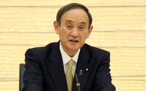 政府の対策本部で宣言対象地域の追加発令を表明する菅首相(13日、首相官邸)