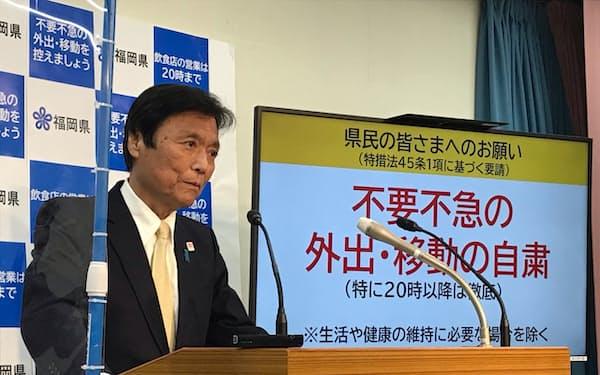 記者会見した福岡県の小川洋知事(13日、福岡県庁)