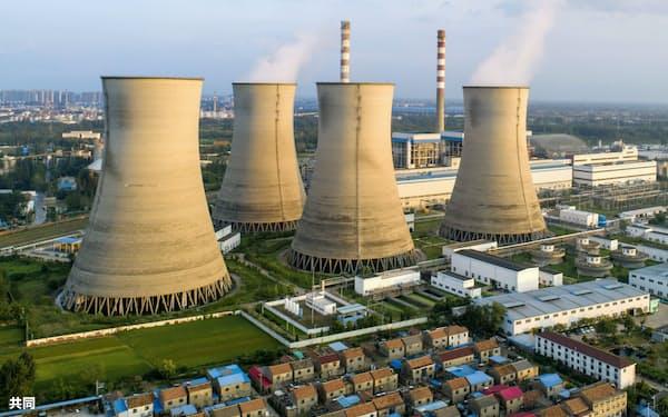 世界各国で温暖化ガス排出の実質ゼロ宣言が広がっている(中国江蘇省の石炭火力発電所、CFOTO=共同)