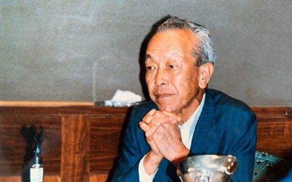 一倉定(いちくら・さだむ)氏。1918(大正7)年、群馬県生まれ。36年、旧制前橋中学校(現在の前橋高校)を卒業後、中島飛行機、日本能率協会などを経て、63年、経営コンサルタントとして独立。「社長の教祖」「日本のドラッカー」と呼ばれ、多くの経営者が支持した。指導した会社は大中小1万社近くに及ぶ。1999年逝去