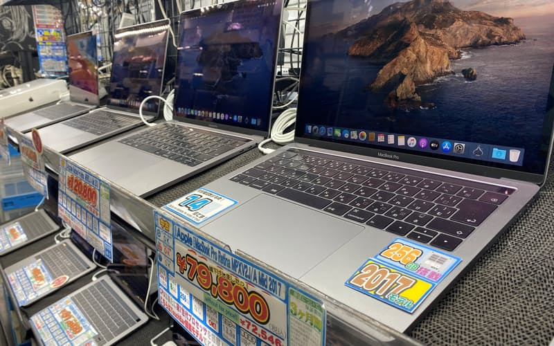 インテル搭載Macは秋葉原などで値下がりが相次いでいる(秋葉原の中古PC店)